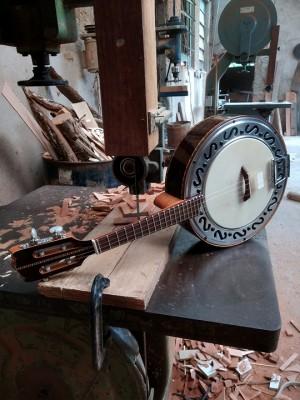 Banjo Modelo Natural Laminado de Ipê Tabaco Com Captador (80 dias úteis para CONTRUÇÃO)  **FAVOR, OLHAR A DESCRIÇÃO**